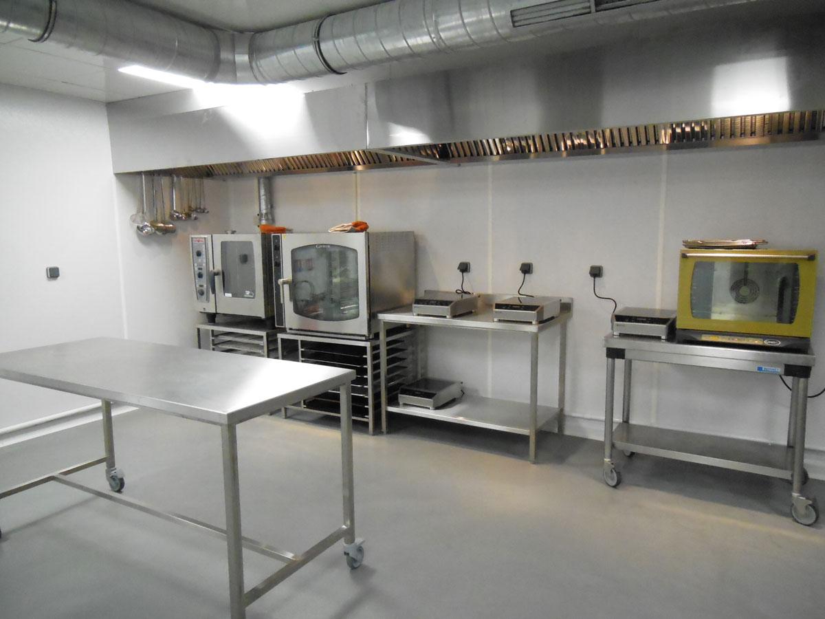 Un laboratoire flambant neuf partager concept innovant - Prix cuisine professionnelle complete ...