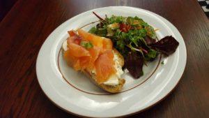 Café de la Poste, Edimbourg - Tartine saumon salade